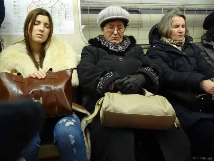 Coup de barre dans le métro de Moscou.