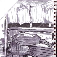 Les sacs de draps propres et sales, dans le wagon-dortoir de troisième classe... Croquis à l' Encre et au stylo.