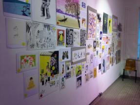 Préparatifs : l'accrochage, plus de 300 images! Avec Carole Chaix, Magali Attiogbé, Reza, Magali Le Huche, Barroux – à La Rotonde Stalingrad.