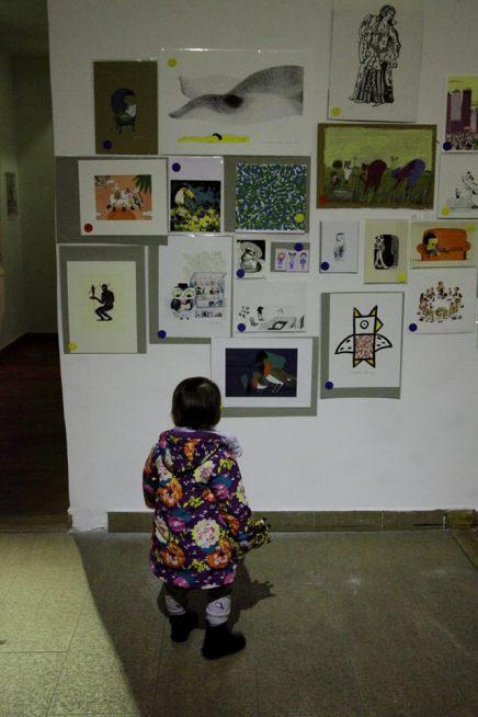 Découverte des images à la vente Crédit photo : Myriam Drosne – à La Rotonde Stalingrad.