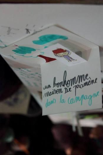 """Atelier """"Dans ma maison"""", en mots et en dessins avec Thomas Scotto assisté d'Imane Crédit photo : Myriam Drosne – avec Imane Euh et Thomas Scotto à La Rotonde Stalingrad."""