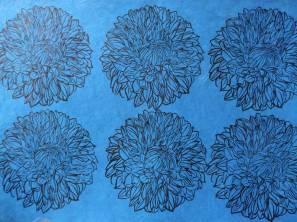 Dahlias Bleus. Estampes sur papier précieux Népalais. Environ 56 x 76 cm (disponible à la vente)